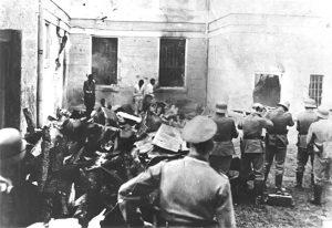 Nemački vojnici streljaju omladince u logoru Sajmište (Foto Vikipedija)