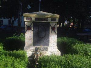Споменик подигнут у част палим борцима Трешњевке