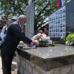 Cvijeće na spomen-obilježje u Zalazju kod Srebrenice položio je izaslanik predsjednika Republike Srpske Miladin Dragičević Foto: SRNA