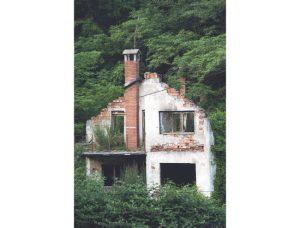 Mnoge kuće u Srebrenici nisu obnovljene posle rata (Foto Tanjug)