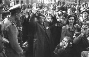 Депортација Јевреја у логоре, Будимпешта 1944. године (Фото Ројтерс/Савезни архив Немачке)