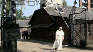 Папа у Аушвицу