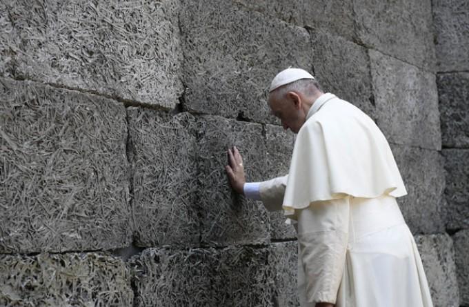 Papa u Aušvicu