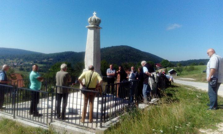 Spomenik Kralju Petru I Oslobodiocu u mjestu Sjeversko iznad Borika, nedaleko Rogatice. Parastos služen 14. avgusta 2016.