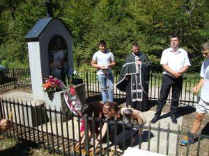 Polaganjem cvijeća na spomen-obilježje i služenjem parastosa danas je obilježena 24.godišnjica stradanja srpskih vojnika u Vigošti kod Kotor Varoša