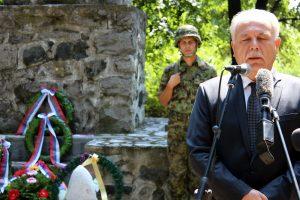 Državni sekretar u Ministarstvu rada Dragan Popović. U Spomen parku Ivankovac kod Ćuprije (Foto Tanjug/D.A.)