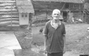 Pustinjak modernog doba, pojava česta među zanemarenim povratničkim stanovništvom: Kao samac u selu Milan Bujinac nije izuzetak po krajiškim krajevima.