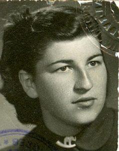 Nada Krajnović, udana Pejnović, Nikolina mlađa sestra, snimljena 1953.