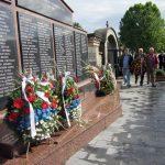 """Polaganjem vijenaca i cvijeća na banjalučkom groblju """"Sveti Pantelija"""" danas je obilježeno 25 godina od formiranja 16. Krajiške motorizovane brigade, iz koje su u proteklom ratu poginula 434 borca"""