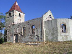 Porušena crkva Svete Trojice na Maloj Popini kod Zrmanje