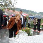Kod spomen-obilježja stradalim civilima u neselju Tunjica kod Novog Grad jutros je služen parastos, položeni vijenci i prislužene svijeće u znak sjećanja na žrtve napada regularne Vojske Hrvatske na zapadne granice Republike Srpske 18. i 19. septembra 1995. godine