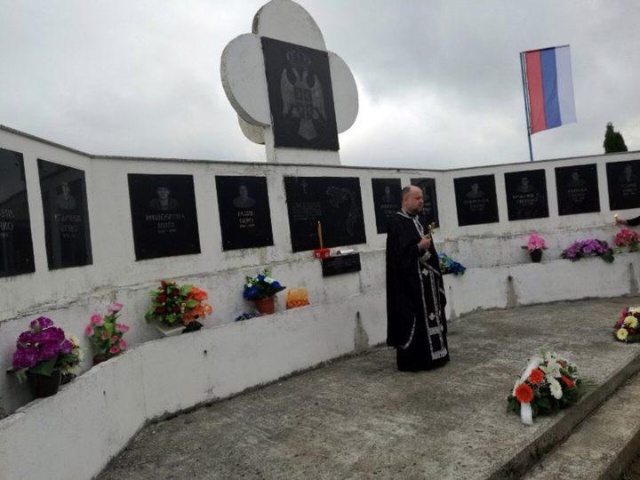 Gracima, opština Mrkonjić Grad, danas je služen parastos za 11 poginulih i jednog nestalog borca odbrambeno-otadžbinskog rata sa područja ove mjesne zajednice