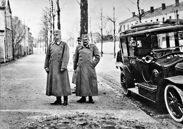 General Pavle Jurišić Šturm i pukovnik Živko Pavlović 1917. godine