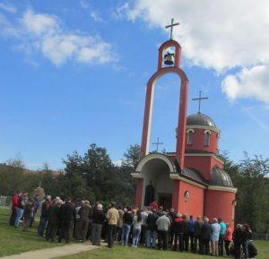 U crkvi Svete Velikomučenice Marine u Podravanju kod Srebrenice služen je parastos za 60 mještana ovog sela poginulih u proteklom ratu, od kojih su 32 civila i vojnika ubijena na današnji dan 1992. godine.