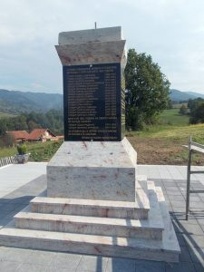 Na mjesnom groblju u Donjem Obodniku kod Kotor Varoša u subotu, 17. septembra, biće služen molitveni pomen za 16 nevino stradalih Srba iz Serdara, koje su prije 24 godine ubili, a potom masakrirali pripadnici hrvatsko-muslimanskih snaga