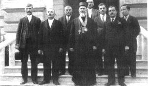 Vladika Sava okružen prijateljima posle hirotonisanja u Sremskim Karlovcima (Foto Lična arhiva)