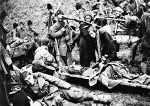 Partizanski ranjenici na Sutjesci 9. jun 1943. (Foto Vikipedija)