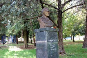 trebinjskom parku u krugu spomen-obilježja palim borcima u borbi protiv fašizma od 1941. do 1945. godine postavljena je spomen-bista narodnom heroju NOR-a Vladi Šegrtu