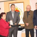 Predsjednik Predsjedništva Boračke organizacije Republike Srpske Duško Miletić uručio je u Modriči odlikovanja porodicama 28 poginulih srpskih boraca sa područja dobojske regije koje je predsjednik Srpske Milorad Dodik posthumno odlikovao Medaljom zasluga za narod