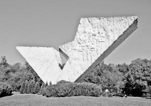 Spomenik streljanim đacima i profesorima u Šumaricama (Arhiv grada Kragujevca)