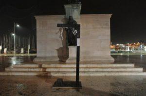 U Puli u Titovom parku crne platnene vreće (foto: Regional Express)