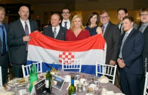 Хрватска председница Колинде Грабар Китаровић са усташком заставом