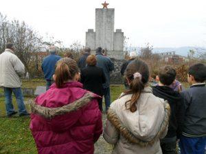 Na mjesnom groblju u Ravnicama kod Novog Grada danas je služen parastos srpskim civilima, stradalim na današnji dan 1943. godine