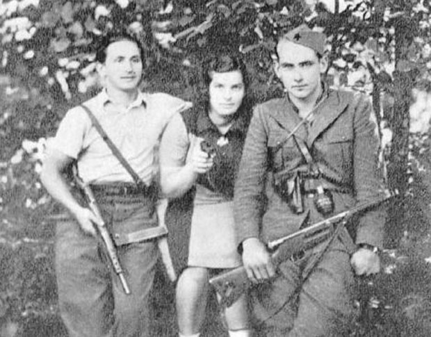 Pero Popivoda (desno) tokom rata