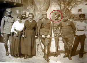 Vojvoda Živojin Mišić sa porodicom 1918. godine (sin Vojislav, rođen 1902. godine, zaokružen na slici)