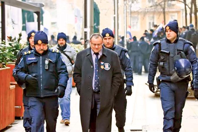 Hapšenje čelnika Autohtone hrvatske stranke prava Dražena Keleminca (Foto Indeks.hr)