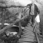 Dotrajao drveni mostić na putu do Dušanove kuće