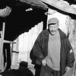 Dušan Drekić uz svoju kuću u Malom Gradcu