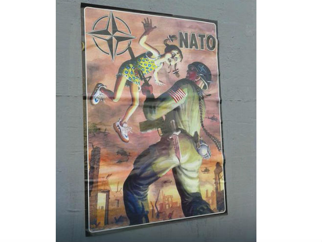 Plakati protiv NATO zgrozili Banjalučane (Foto: EuroBlic / RAS Srbija)