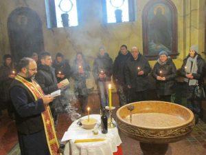Parastos za 348 Srba koje su prije 24 godine ubili pripadnici Hrvatske vojske na području Ravnih Kotara i na velebitskom prevoju Mali Alan služio je sveštenik Crvke otac Slađan.