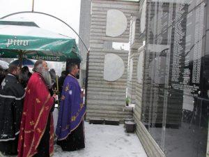 Код Централног споменика српским цивилима и војницима у Скеланима код Сребренице данас је служен парастос и прислужене свијеће за покој душа 305 Срба из овог мјеста и околних села, које су сребреничке муслиманске снаге убиле у грађанском рату, а њих 69 је усмрћено на данашњи дан 1993. године.