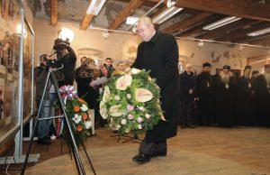 Ištvan Pastor polaže vijenac u znak sećanja na nevine žrtve (Foto: Tanjug/J.P.)