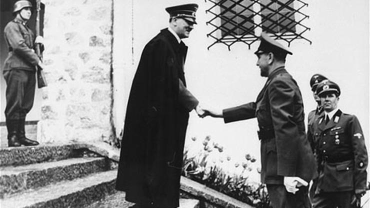 Ante Pavelić upoznaje svog gospodara Adolfa Hitlera. Foto: Wikipedia/Muzej Revolucije Naroda i Narodnosti Jugoslavije