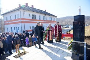 Kod obnovljenog spomen-obilježja u banjalučkoj Mjesnoj zajednici Motike vijence su položili gradonačelnik Banjaluke Igor Radojičić i načelnik Odjeljenja za boračko-invalidsku zaštitu Dragomir Keserović.
