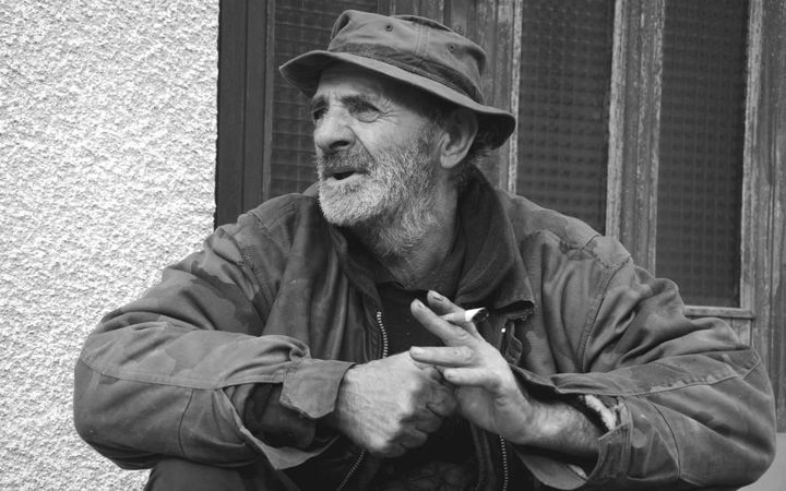 Pero Šušnjar: Nađem starih novina u smeću, pa čitam i meni dobro Foto: Jovica Drobnjak