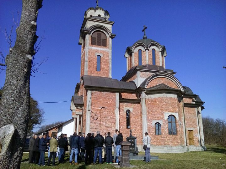 U mjestu Gnionica u opštini Vukosavlje osveštan spomenik poginulim borcima Vojske Republike Srpske.