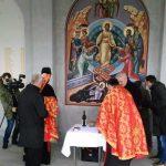 U porti manastira Svete Petke u naselju Pet jezera u Bijeljini služen je pomen za stradale iz sarajevskih opština Ilijaš, Vogošća i Rajlovac.
