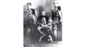 Bratimir Milačić, pisar, Kosta Milovanović Pećanac, vođa ustanka, i Novica Ćuković, četnik