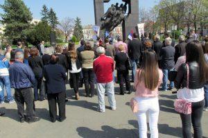 U Bijeljini je danas obilježen Dan stradanja Srba na Teočaku u proteklom ratu i odata počast junacima koji su dali živote za stvaranje Republike Srpske i odbranu slobode srpskog naroda.