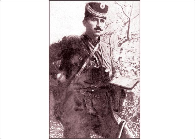 """USTANIK Potporučnik Kosta Vojinović Kosovac / Fotografije preuzete iz knjige """"Toplički ustanak 1917."""" autora Novice Pešića"""