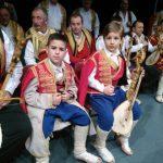 Među guslarima, nastupila su i dva dječaka iz Nikšića, Andrija Radulović i Vasilije Goranović, koji su obučeni u srpsku narodnu nošnju Crne Gore oduševili fočansku publiku umijećem sviranja na drevnom instrumentu.