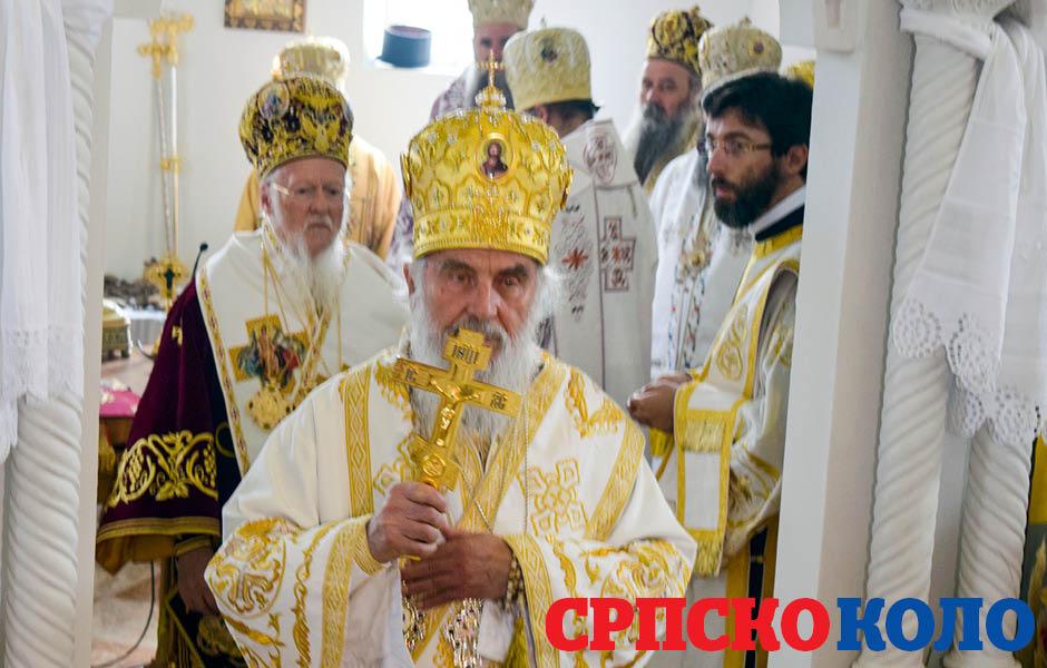 Patriajrh Irinej sa Vaseljenskim patrijarhom, Vartolomejom nedavno na liturgiji u manastriru Jasenovac (FOTO: SRPSKO KOLO)