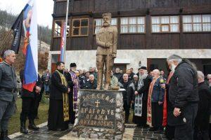 Više od 200 pripadnika Ravnogorskog pokreta iz Republike Srpske, Srbije i Crne Gore, okupilo se u Draževini kod Višegrada, na mjestu gdje su 13. marta prije 71 godinu pripadnici Ozne uhapsili Dragoljuba Dražu Mihailovića.