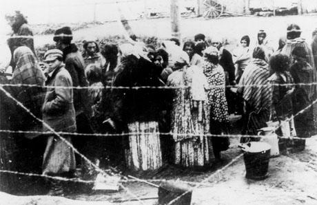 Romi u logoru - Izvor: European Roma muvement