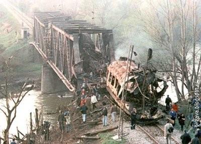 Uništen putnički voz u Grdeličkoj klisuri