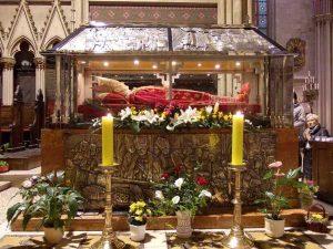 Grob Alojzija Stepinca u katedrali u Zagrebu Foto: wikimedia.org/Janezdrilc